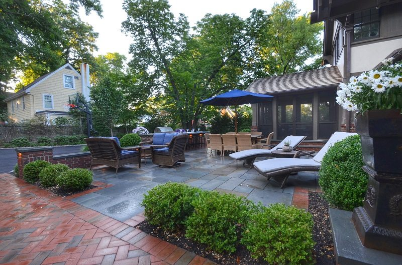 outdoor patio entertaining